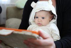 Dejar que un bebé juegue con un iPad puede afectar su comunicación