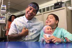 """Daddy Yankee cumple el sueño de esta pequeñita cantando """"Despacito"""" junto a ella"""