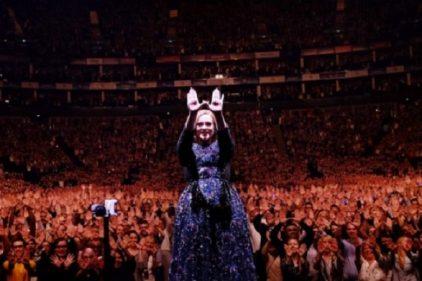Adele, sorprende moviendo su trasero al mejor estilo de las grandes bailarinas