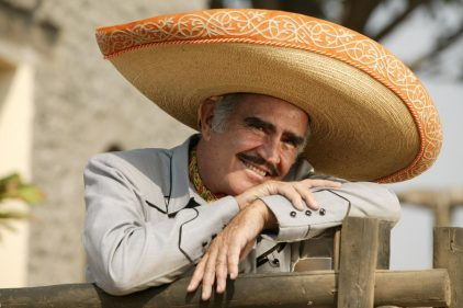 Conoce la carrera de Vicente Fernández en 16 fotos ¡Todo un potro!