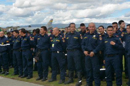 Bomberos colombianos dan esperanza en Ecuador