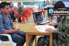 Jóvenes colombianos podrán trabajar sin tener libreta militar