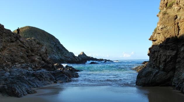 Cierran la Playa del Amor; turismo ha causado daño ambiental