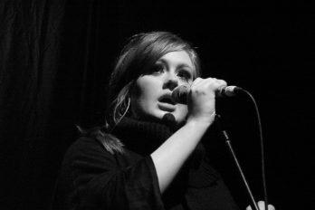 """Adele, conoció a su """"doble"""" y la invitó a subir al escenario ¿Crees que se parecen?"""