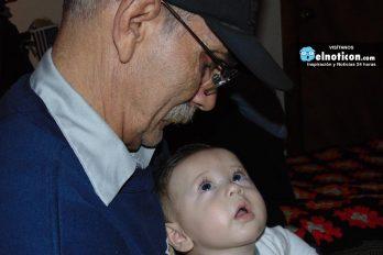 Cuidar a sus nietos reduce la posibilidad de que los abuelos sufran de Alzheimer