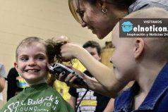Niños se rapan el pelo para que su amiga con cáncer no se sienta rara en el colegio