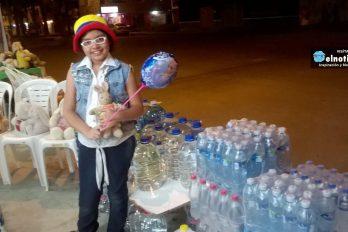 Niña de 10 años cambia sus juguetes por agua para los afectados del terremoto en Ecuador