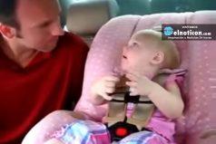 Esta bebé está teniendo la más adorable conversación con su padre ¡Te dejará encantado!