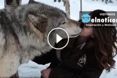 Una chica salió de paseo por la nieve y se encontró con una sorpresa totalmente inesperada
