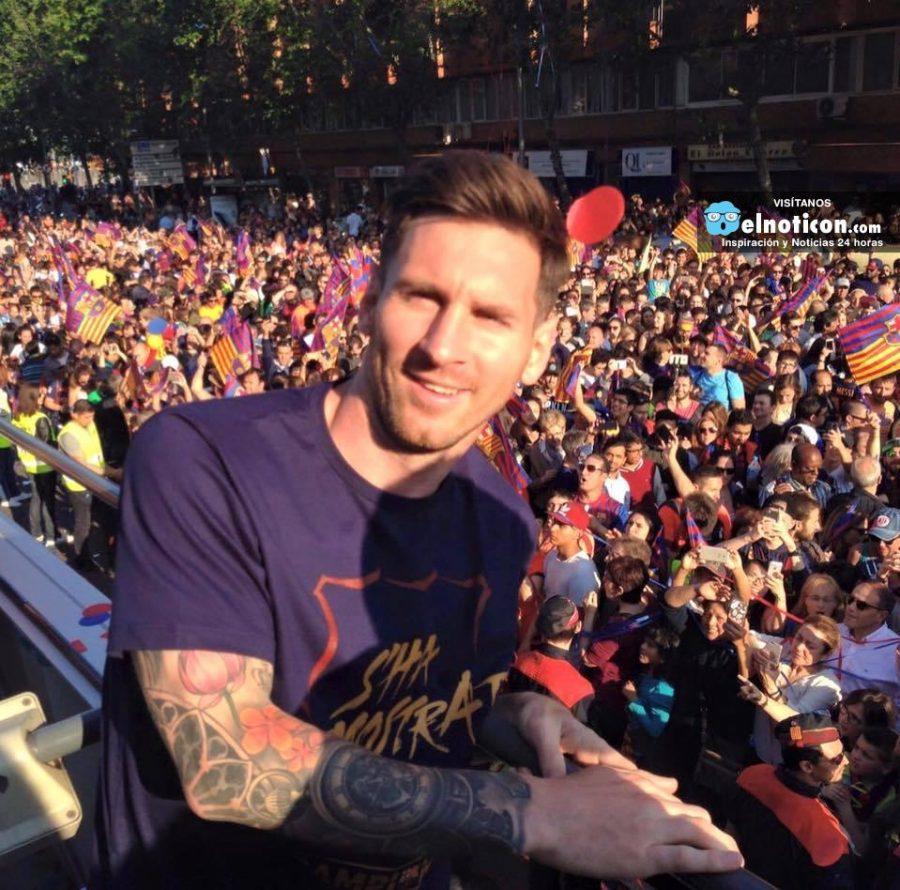 """""""¡Festejando el título con nuestros hinchas en las calles de Barcelona!"""": Leo Messi"""