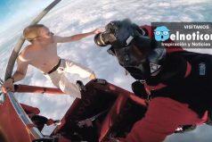 Deportista extremo salta desde un globo aerostático sin paracaídas ¿Lo harías?