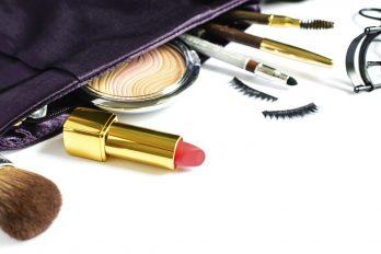 9 cosméticos que no te pueden faltar en tu bolso