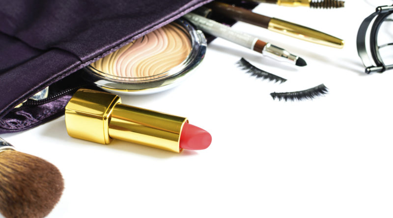 10 beauty products you cannot miss in your purse