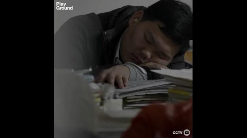 Estudiante chino presentando el gaokao