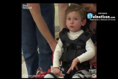 Estos son los primeros pasos de un niño de cinco años que nunca ha podido caminar