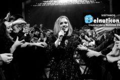 El momento en el que la cantante Adele regaña a uno de sus fans en concierto