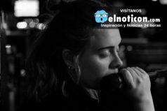 Adele no deja de sorprender al mundo, esta vez llora en un concierto por las víctimas en Orlando
