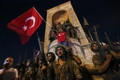 Militares golpistas dicen haber tomado el poder en Turquía