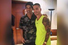 El día que Ronaldinho le cumplió un sueño a Maluma ¡Momentos para recordar!
