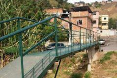 Vecinos se unen y construyen un puente 54 veces más barato de lo estimado por el Estado