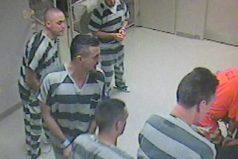 Los presos que escaparon de la celda para salvar a un guardia inconsciente