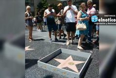 Artista construye un muro alrededor de la estrella de Trump en el Paseo de la Fama en Hollywood
