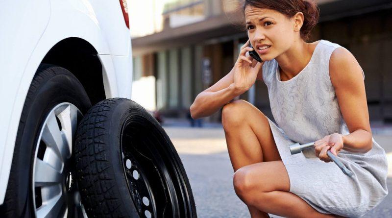 Cómo cambiar una llanta de tu carro en 8 pasos ¡Es más simple de lo que crees!