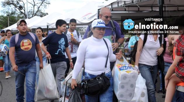 Venezolanos se abastecieron de productos básicos en Colombia