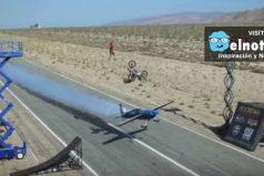 Un equilibrista, un avión, y un motociclista haciendo un triple salto mortal ¡Una combinación extrema!