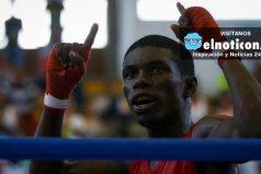 El boxeador colombiano Yuberjén Martínez ganó su combate y se clasifica a la siguiente ronda