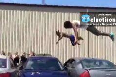 Los 'Juegos Olímpicos de calle': mira el increíble salto acrobático sobre tres carros ¡Increíble!
