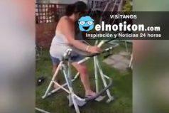 Mira esta mujer utilizando una máquina de ejercicio en mal estado