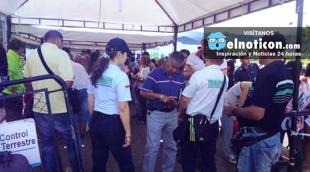 Cinco familias venezolanas llegan diariamente a Colombia a buscar refugio