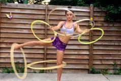 Asombroso el dominio con los hula hula de esta joven ¡Te acordarás de esos días de colegio!