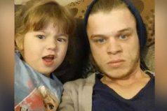 Él tiene Asperger y su novia lo dejó por su mejor amigo. Él siguió adelante con su recién nacida