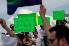 """La marcha """"sin precedentes"""" en México contra la legalización del matrimonio entre personas del mismo sexo"""