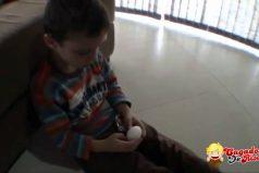 La broma del Huevo Kinder Sorpresa ¡Pobre niño!