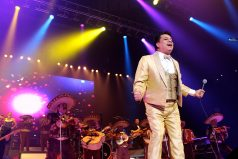 Rafael, el habitante de calle mexicano que canta igual a Juan Gabriel ¡Asombroso!