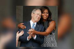 El abrazo entre Michelle Obama y Bush (el ex presidente ataca de nuevo)