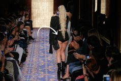 Los 'hot pants' de Lady Gaga desconcentran a la audiencia en el desfile de Brandon Maxwell