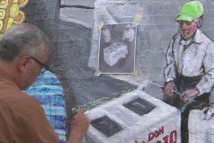 El paletero Fidencio Sánchez es inmortalizado como símbolo mexicano en un mural de Chicago