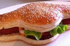 Un australiano decidió patentar un híbrido de hamburguesa y hotdog y la gente está emocionada