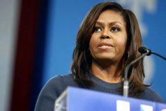 """""""Me ha sacudido hasta la médula"""": el emotivo discurso con el que Michelle Obama le echó en cara a Donald Trump su maltrato a las mujeres"""