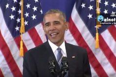Barak Obama imita a sus hijas cuando usan el celular ¡Muy divertido!