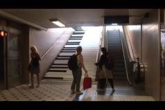 Estas escaleras son un enorme piano ¡Vas a querer subir por ahí, es muy divertido!