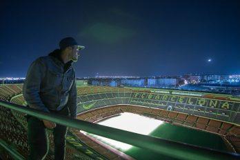 La odisea de colarse en el estadio Camp Nou… Solo para dar una voltereta ¿Valió la pena el riesgo? ¡Que tipos tan locos!