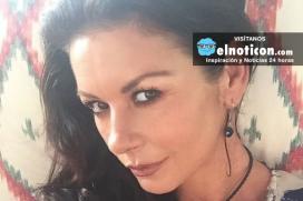 A sus 47 años, Catherine Zeta-Jones impacta con sexy foto