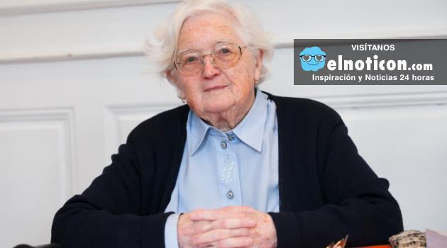 La mujer que entregó su tesis doctoral a los 91 anos