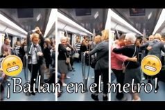 Una pareja de abuelos se anima a bailar en el metro ¡Sorprendentemente hermoso!