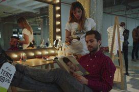Paulina Vega se puso en modo 'Mannequin Challenge' para mostrar nuevo catálogo de ropa. ¡Vaya estilo!